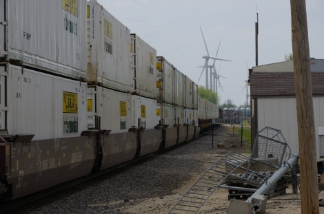 BNSF intermodal heading west